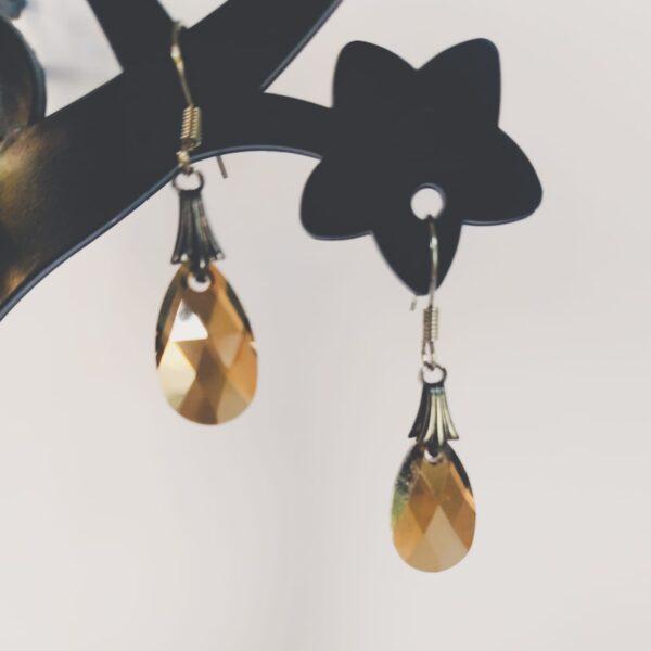 Oorbellen antique look drop (druppelvormige hanger) swarovski crystal bronze shade (bruine kleur).