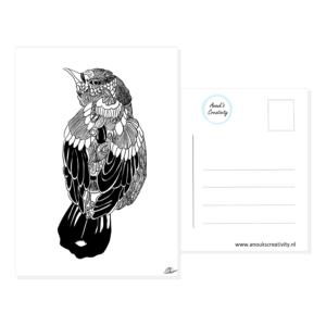 Ansichtkaart met vogel. Ansichtkaart met een hangemaakte geillustreerde vogel in zwart wit. De achterkant van de ansichtkaart is ook te zien, daarop staan lijntjes voor het adres en is er plaats voor een postzegel.
