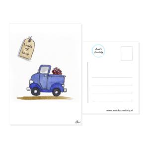 """Ansichtkaart loads of love. Een ansichtkaart met handgemaakte illustraties van een blauwe vrachtwagen met hartjes achterin, in de linker bovenhoek is een label te zien met de tekst """"Loads of love"""". De achterkant van de ansichtkaart is ook te zien, daarop staan lijntjes voor het adres en is er plaats voor een postzegel."""