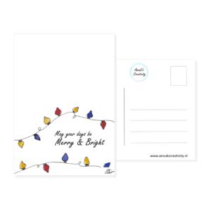 """Ansichtkaart merry and bright. Een ansichtkaart met handgemaakte illustratie van kerst lampjes in allerlei kleuren met de tekst """"May your days be Merry & Bright"""" ertussen. De achterkant van de ansichtkaart is ook te zien, daarop staan lijntjes voor het adres en is er plaats voor een postzegel."""