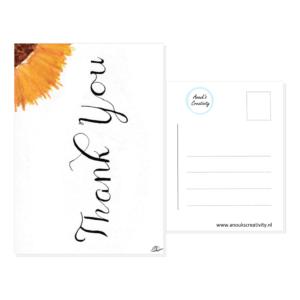 """Ansichtkaart Thank you. Ansichtkaart met de tekst """"Thank you"""" en hangemaakte illustratie van een zonnebloem. De achterkant van de ansichtkaart is ook te zien, daarop staan lijntjes voor het adres en is er plaats voor een postzegel."""