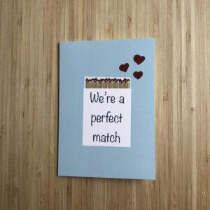 Wenskaart met lucifer doosje met de tekst We're a perfect match