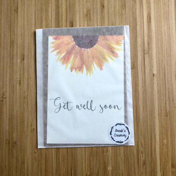 Wenskaart get well soon zonnebloem, verpakt in een pergamijn zakje.