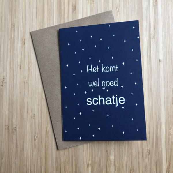 Wenskaart komt wel goed schatje. Blauwe kaart met witte sterren. Met een kraft envelop.